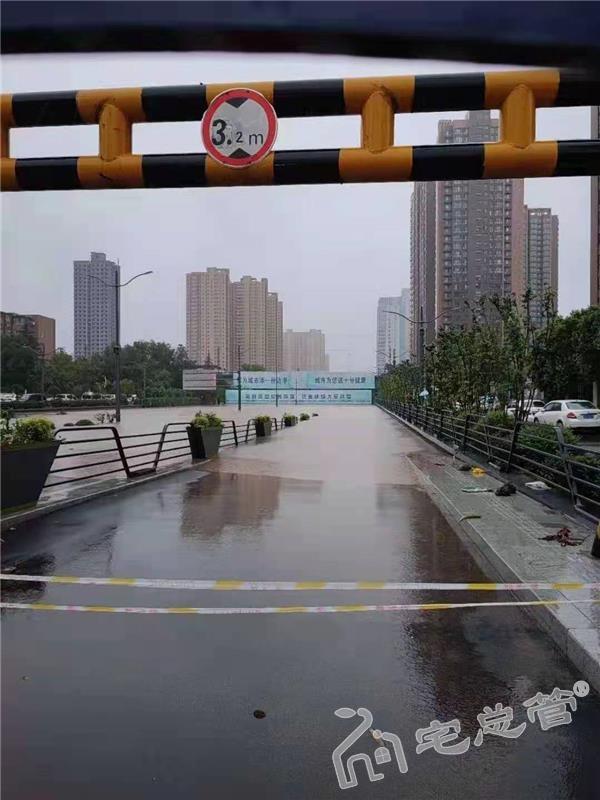 暴雨下的郑州 各小区物业需担起责任